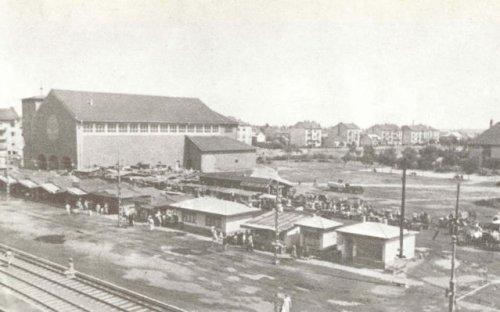 A bosnyák téri piac kietlen helye a régi piaccal
