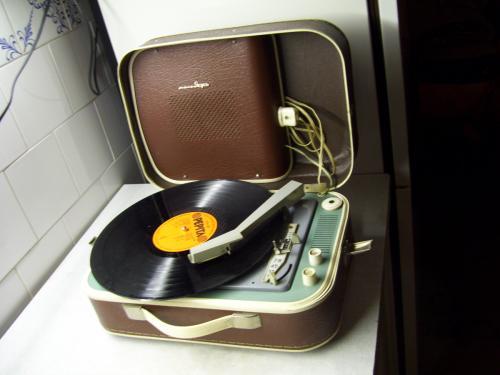 Melodzsia lemezjátszó barna