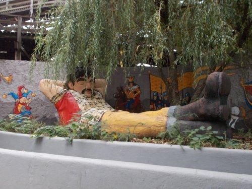 Vidámpark óriás szobor