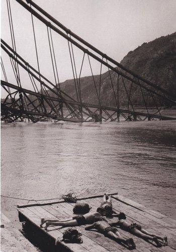 Erzsébet híd napozókkal