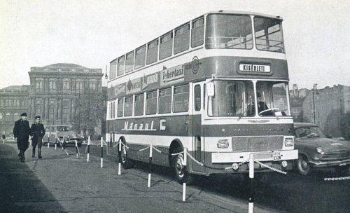 Ikarus emeletes busz