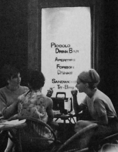Lányok a Piccolo Drink Bárban