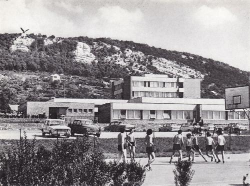 Tatabánya iskola