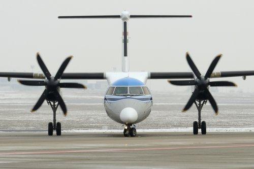 Malév repülőgép DASH 8 Q-400 retro festése