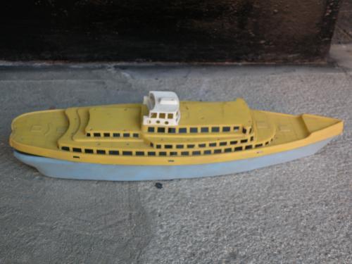 Játék hajó