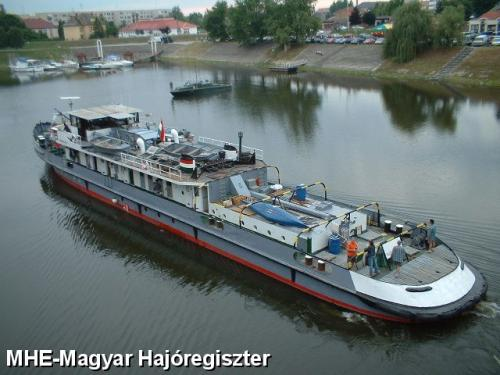 Tatabánya vontatóhajó közép-dunai 1200Le-s