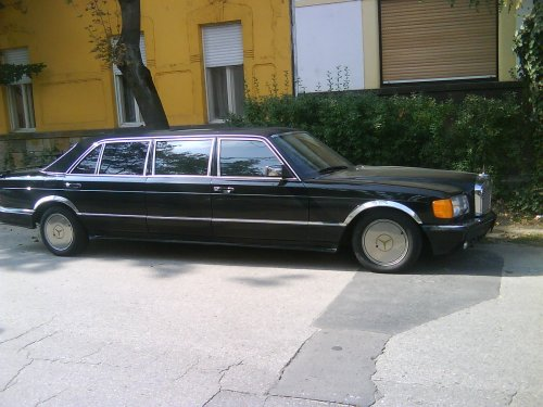 Mercedes Benz retro limuzin