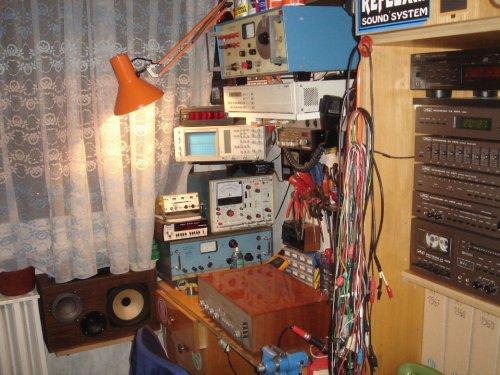 Műhelyem - sok retró műszerrel