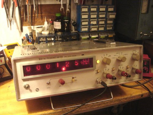 ELKIS TR-5253 Nixie-csöves digitális frekvenciamérő