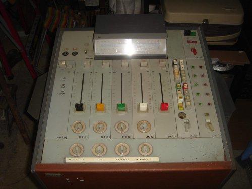 BEAG FIT-PKP08 átjátszó-keverőasztal
