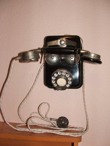 CB 24 telefon falra szerelve