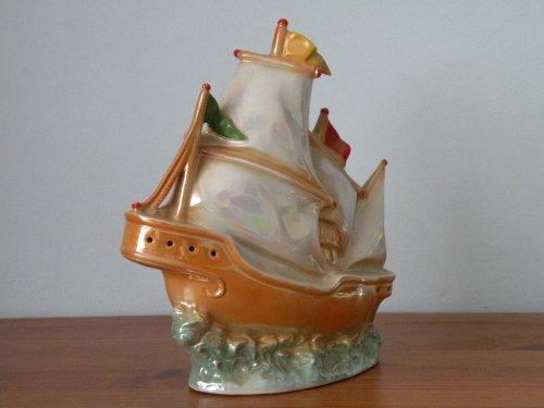 Porcelán világító hajó