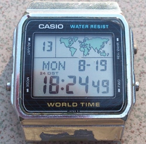 "Casio kvarcóra - ""World Time"""