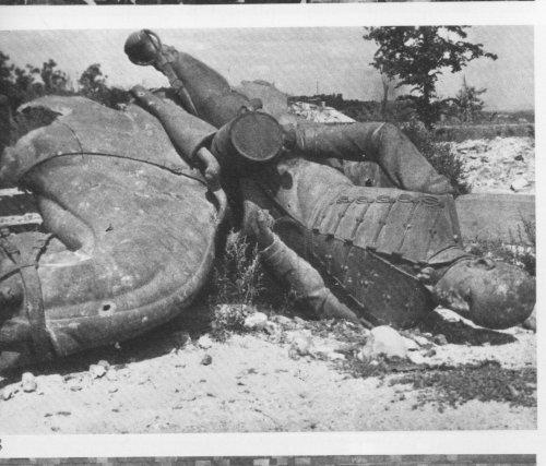 Görgey szobor a háború alatt