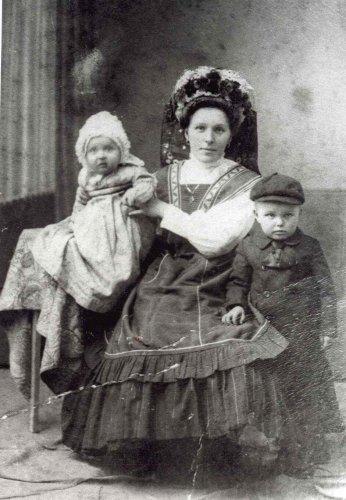 Nagymama, gyermekeivel