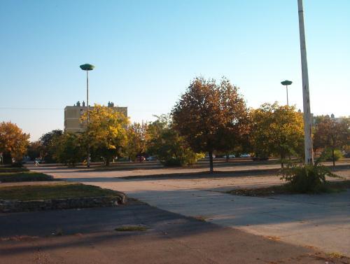 """Utcai lámpa """"UFO"""" az ETO-stadion parkolóban"""