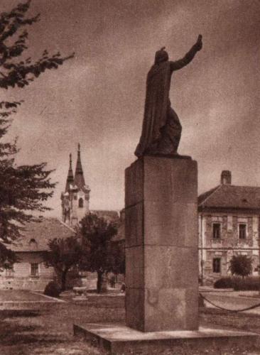 Vác István király szobra a Konstantin téren