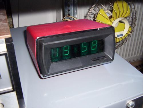 Elektronika asztali óra