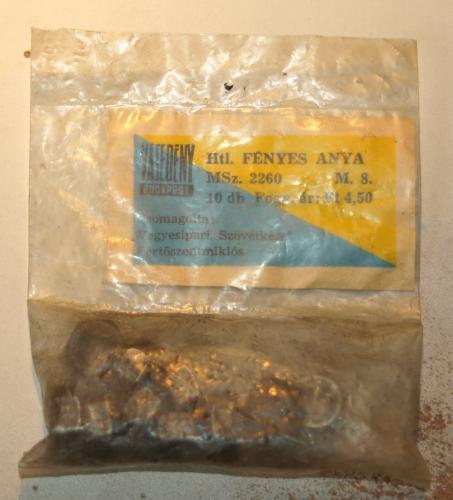 Csavaranyák eredeti csomagolásban Nincs kibontva