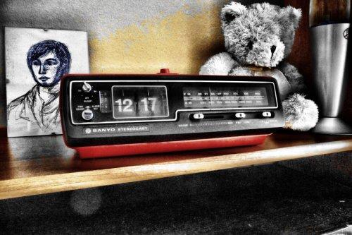 Sanyo ejtőszámlapos rádiós ébresztőóra