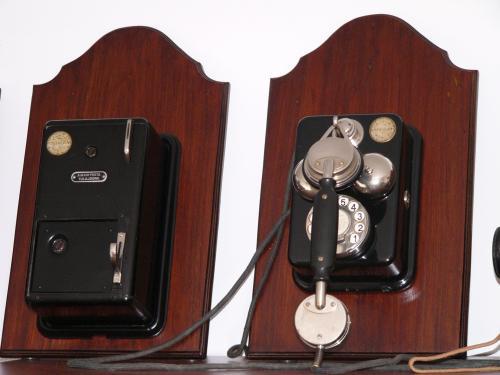 Standard telefon pénzbedobó mellékszekrénnyel
