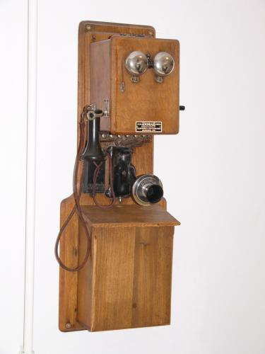 Bell-rendszerű fali LB telefon