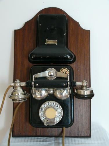 CB 24-es telefon (Ericsson)