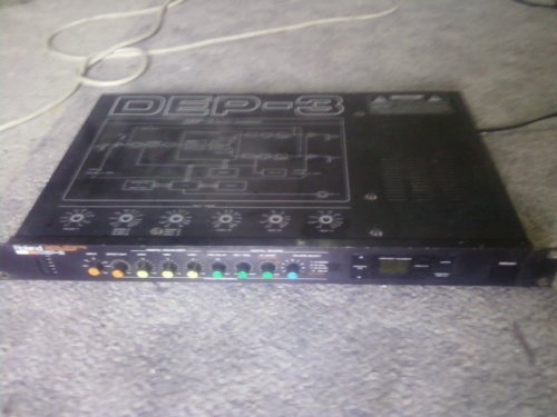 Roland digitális effektprocesszor 1986 os kiadásu,ha jól tudom