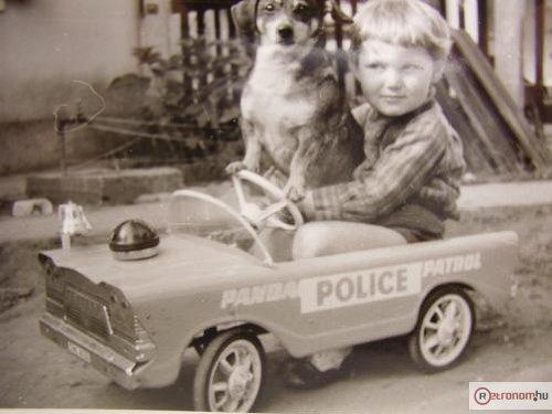 Pedálos rendőrautó