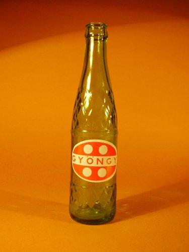 Gyöngy üdítős üveg