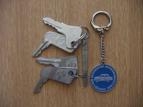 Trabant kulcsok kulcstartó
