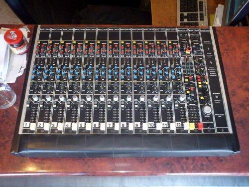 BEAG keverőasztal - PKC901 12 sávos változat