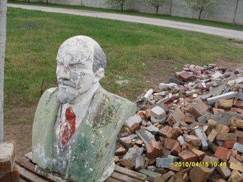Lenin szobor egy MÉH telepen.