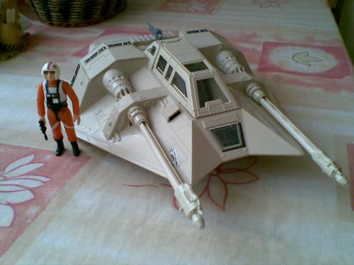 Star Wars Kenner Snowspeeder játék és Luke figura (1980)