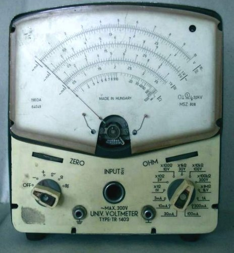 Pestvidéki Gépgyár voltmérő