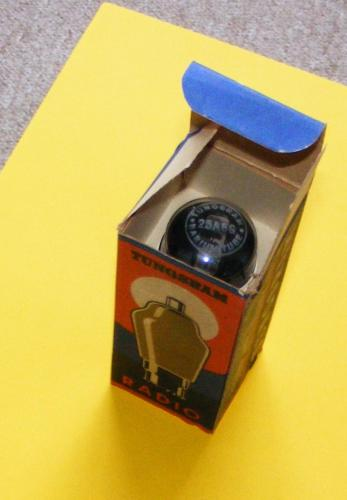 Tungsram elektroncső a dobozában