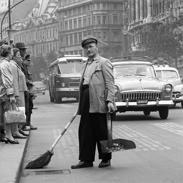 Utcaseprő   BUDAPEST
