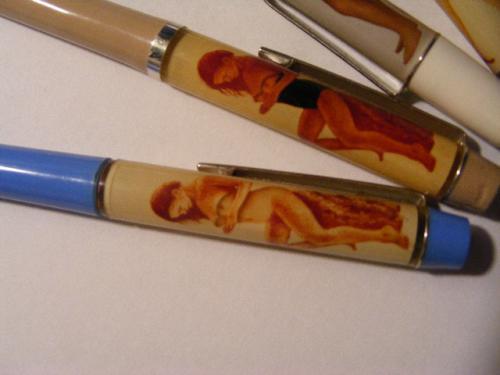 Vetkőzős tollak