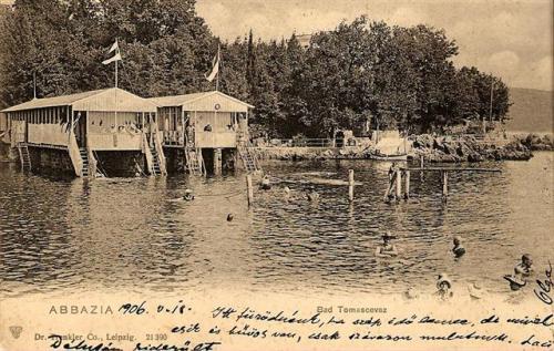 Tengerparti fürdő 103 évvel ezelőtt