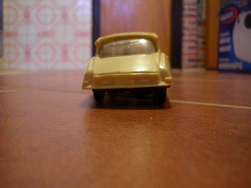 Lemezárugyári Citroen DS lendkerekes autó