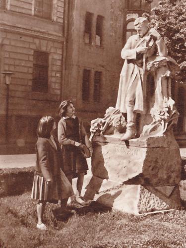 Szeged Dankó Pista szobor