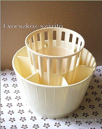 Evőeszköz-szárító műanyag a konyhában