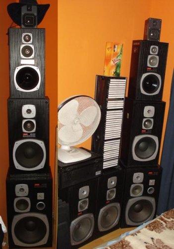 Videoton Hangfal Gyűjtemény Bővült Két Régebbi Szériás DC 2550 A hangfallal.