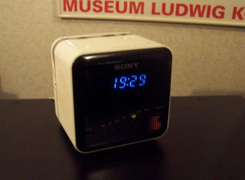 Sony ICF-C101W Digicube