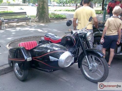 Pannonia motorkerékpár oldalkocsis