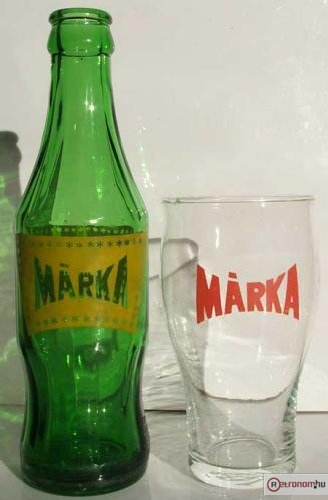 Márka üdítő és pohár