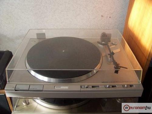 AKAI lemezjátszó AP-Q310