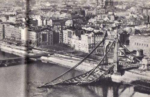 Erzsébet híd felrobbantva