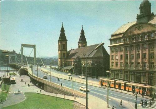 Erzsébet híd Pesti hídfő