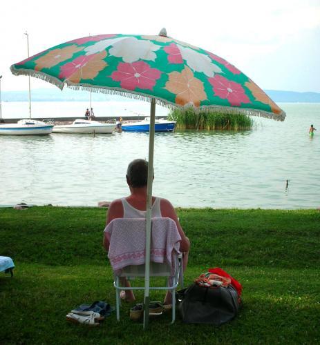 Balatoni napernyő pihenés